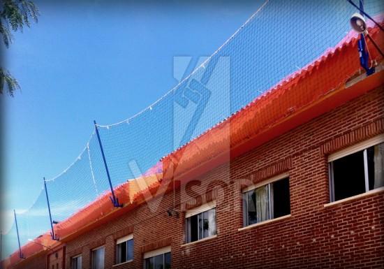 Visor-Redes-de-Seguridad-Soluciones-a-medida-instalacion-fotovoltaica-sistema-redes-de-seguridad-tipo-U-fachada